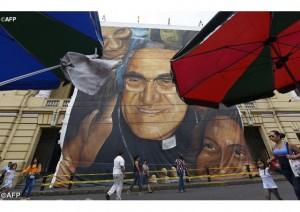 Povo Salvadorenho proclama Romero santo há anos.